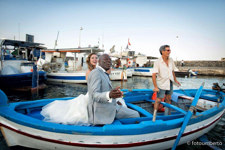 sposi in barca acitrezza
