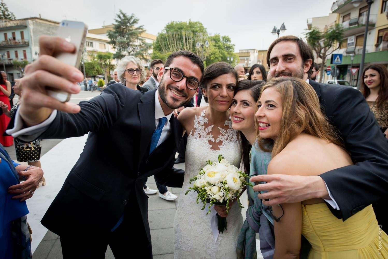 sposi e invitati al matrimonio