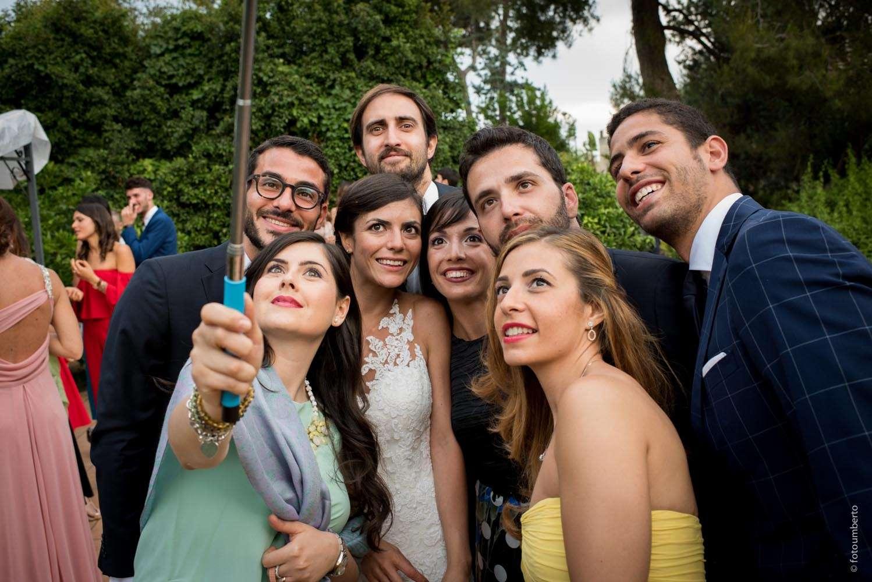 selfie con amici sposi