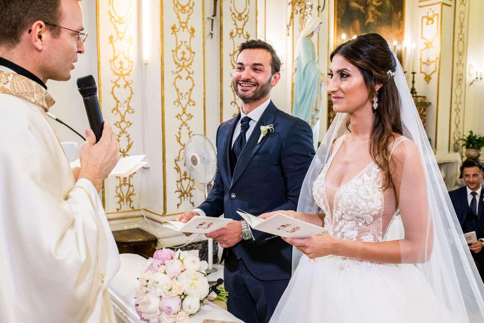 prete con gli sposi